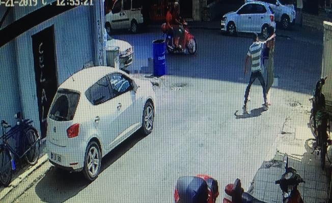 Genç kadının çığlığı kapkaççıyı yakalattı