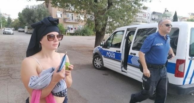 İsveçli özgür kız polisi çileden çıkardı