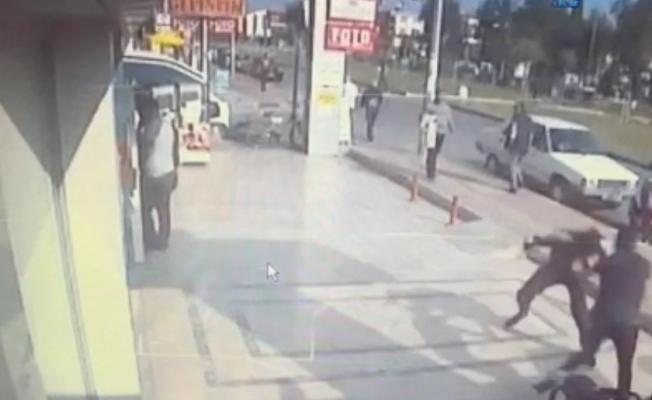 Kapkaççı, çalmaya çalıştığı para dolu poşet yırtılınca amacına ulaşamadan kaçtı