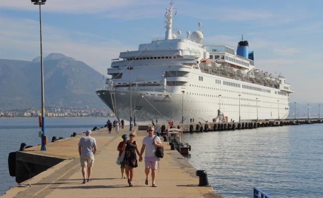 Lüks gemi Alanya'ya demir attı