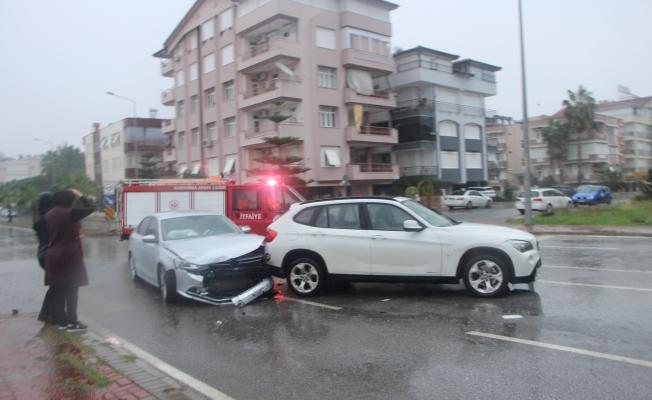 Yağmur kazayı beraberinde getirdi!