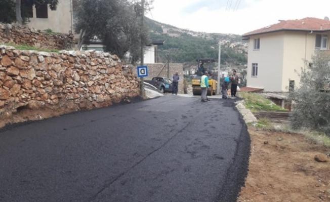 Alanya'da yol düzenleme çalışmaları sürüyor