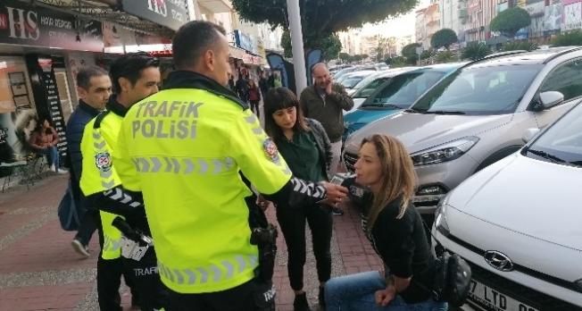 Hollandalı kadın turist trafik polislerine zor anlar yaşattı