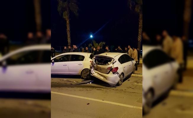 Kontrolden çıkan araç 6 otomobile çarptı: 3 yaralı