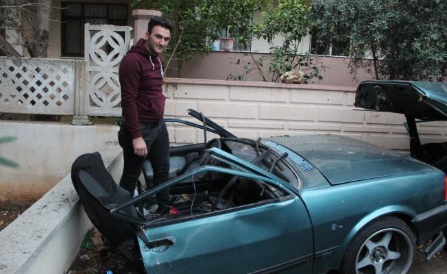 Otomobil ikiye bölündü! Sürücü yara almadan kurtuldu