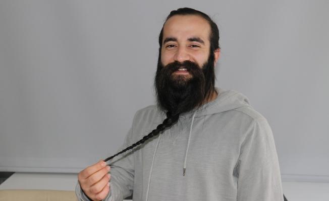 10 yıldır uzattığı sakalını satışa çıkardı