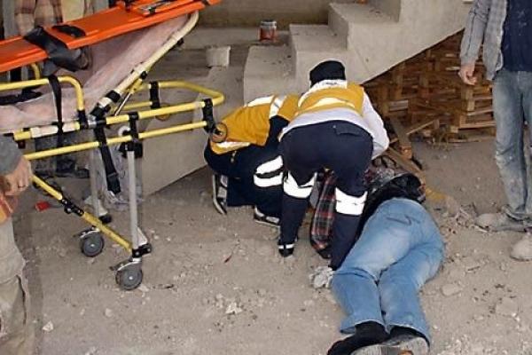 Alanya'da inşaattan düşen işçi yaralandı