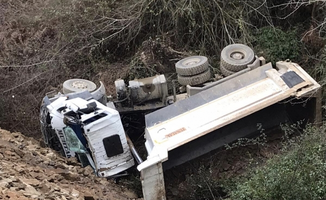 Alanya'da kamyonet dereye uçtu: 1 ağır yaralı!