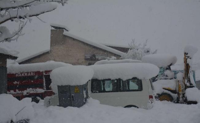 Hakkari'de 53 yerleşim yeri ulaşıma kapandı