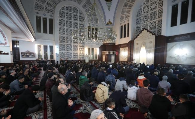 Tahmazoğlu, Regaib Kandil'inde vatandaşlarla bir araya geldi