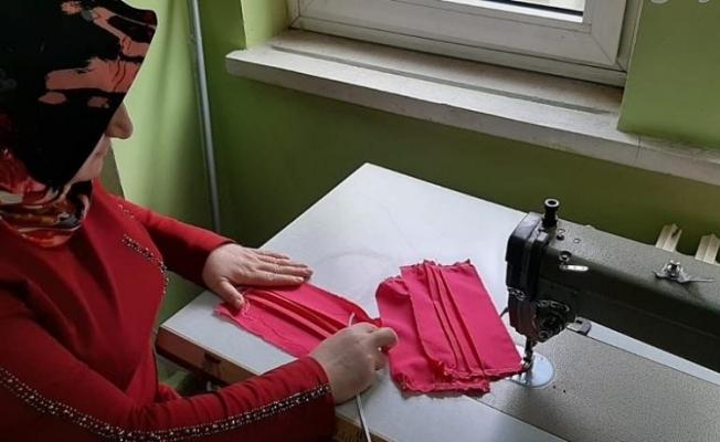 Rengarenk üretilen maskeler Çaykara'da vatandaşa ücretsiz olarak dağıtılacak