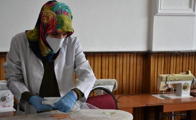 Tatvanlı kadınlar maske üretimine başladı
