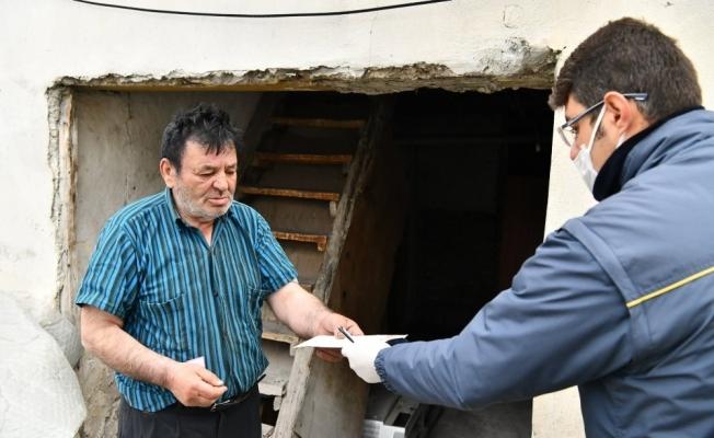 Isparta'da sosyal yardım ödemeleri vatandaşların evlerinde yapılıyor