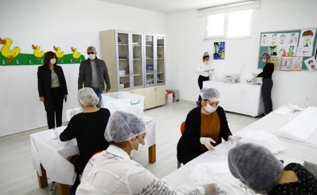 Manavgat Belediyesi maske üretip dağıtıyor