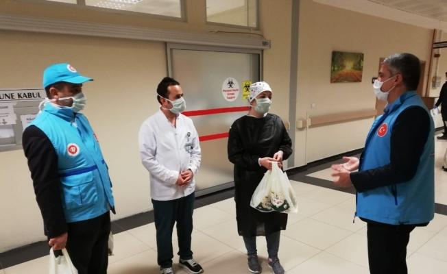Müftülükten sağlık çalışanlarına tatlı ikramı