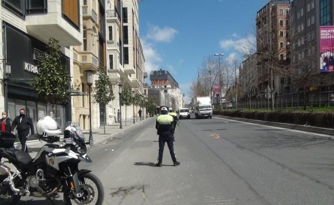 (ÖZEL) Polisten Tarlabaşı Bulvarı'nda korona virüs denetimi