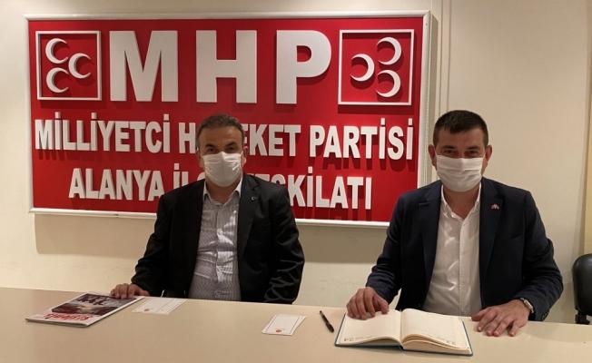 Alanya MHP'den sosyal mesafeli toplantı