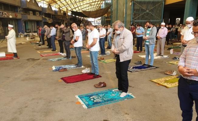 Aydın'daki 803 camide sosyal mesafeyle ilk Cuma namazı kılındı