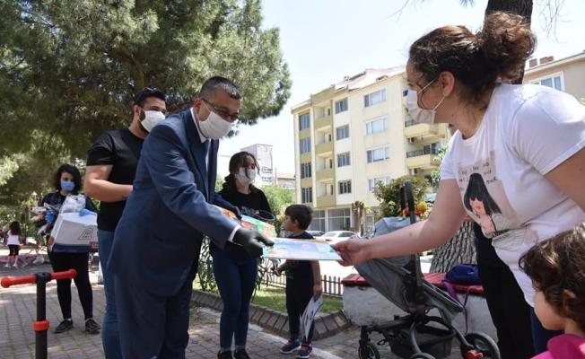Başkan Öz'den çocuklara hediye