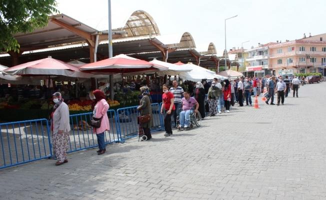 Bayramiç pazarında bayram telaşı