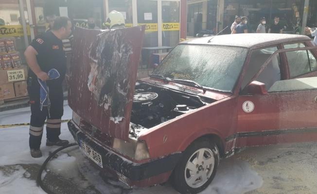 Benzin hortumu patlayan otomobil alev aldı