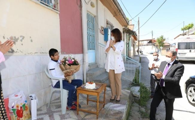 Burdur Valisi, engelli vatandaşları tek tek ziyaret etti