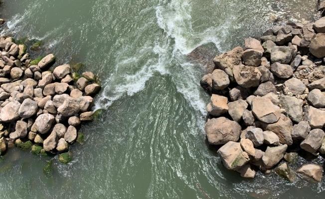 Cizre Belediyesi Dicle Nehrinde taş tahkimatı çalışması başlattı