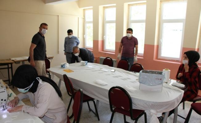 Hizan'da sınava girecek öğrencilere maske desteği