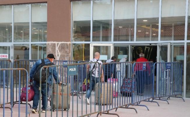 Kırgızistan'dan Bolu'ya getirilen 146 kişi yurda yerleştirildi