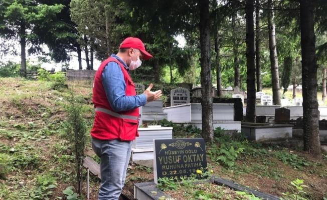 Kızılay yönetimi şehit mezarlarını ziyaret etti