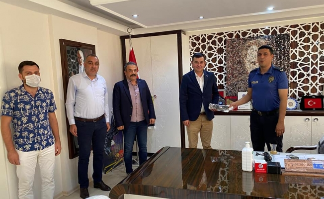 MHP'den Alanya Emniyeti'ne maske hediyesi