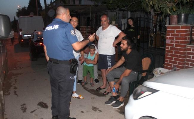 Yaralanan sürücünün yardımına mahalleli yetişti