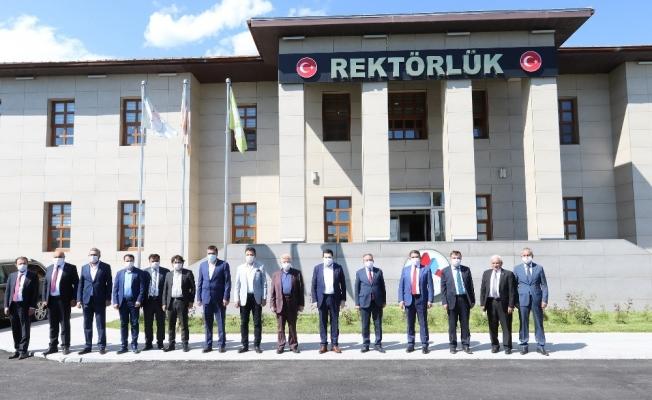 AİÇÜ Rektörü Prof. Dr. Karabulut, il protokolünü misafir etti