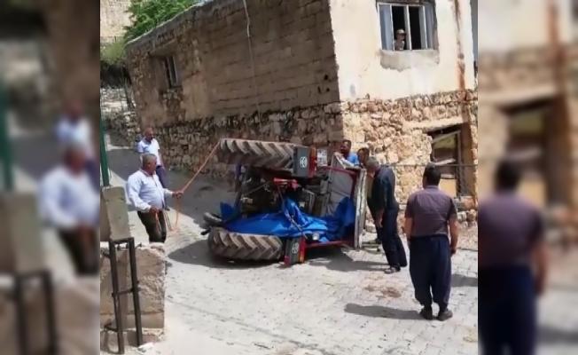 Batman'da freni boşalan traktör devrildi