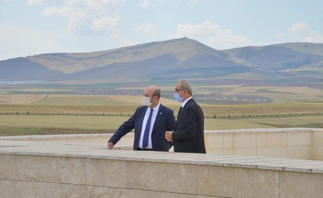 Belediye Başkanı Ekicioğlu, Rektör Karakaya'ya ziyaret