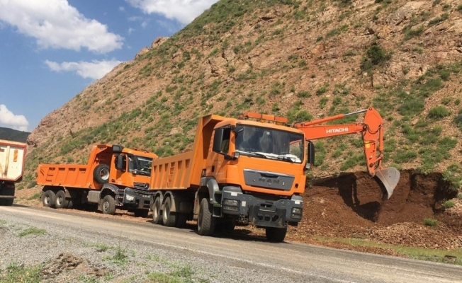 Bingöl'de heyelan bölgesinde yol genişletme çalışması başlatıldı