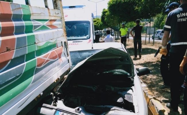 Bingöl'de trafik kazası, sıkışan sürücü kurtarıldı