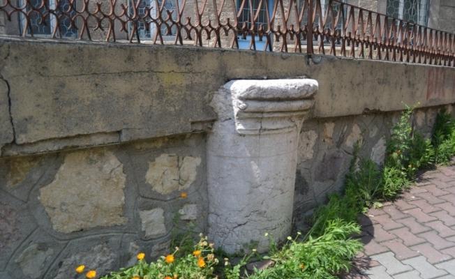 Bolu'da, istinat duvarı inşaatında kullanılan mezar taşı müzeye kaldırılacak