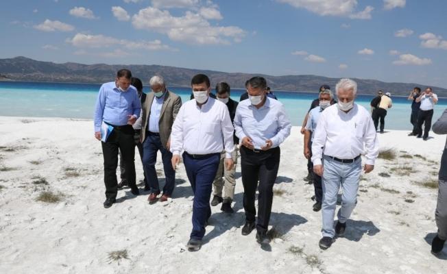Burdur Valisi Arslantaş Salda Gölü'nde incelemelerde bulundu