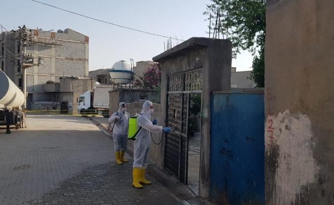Cizre'de karantinadaki apartman ve sokaklar dezenfekte edildi