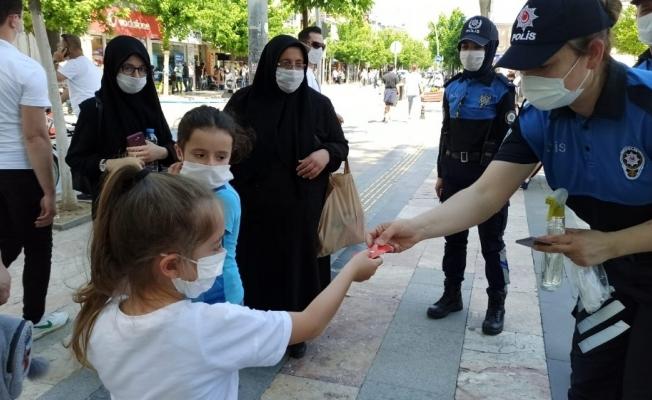 Çocuklara polis şefkati