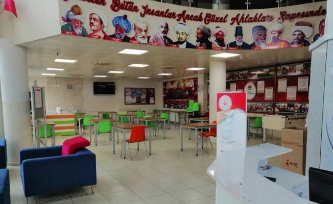 Gençlik merkezi gençlerin hizmetinde