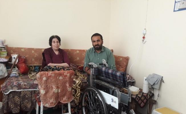 Kırşehirli gurbetçi, Bedensel Engelliler Derneğine tekerlekli sandalye bağışında bulundu