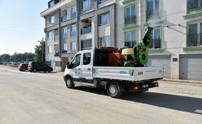 Mahallelerde sinek ilaçlaması sürüyor