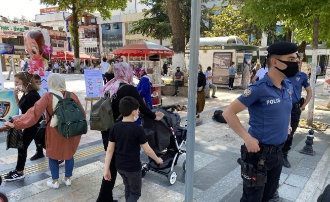 Sokağa çıkan çocuklar yoğunluk oluşturdu