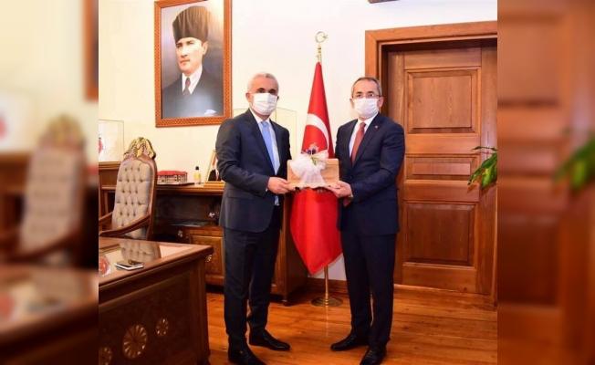 Tosya heyetinden Vali Çakır'a hayırlı olsun ziyareti