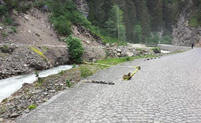 Uzungöl'de bisikleti ile dereye düşen kadın kurtarılamadı