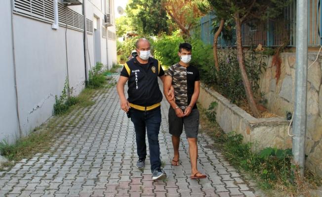 Alanya'da ev ve motosiklet hırsızı tutuklandı