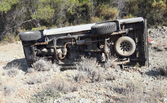 Datça'da kamyonet uçuruma devrildi: 2 yaralı