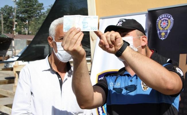 Elazığ'da polis, kurban pazarında sahte para uyarısı yaptı